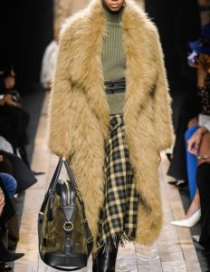 Read more about the article 40+ Winter Outfit Ideas Straight From The Runway