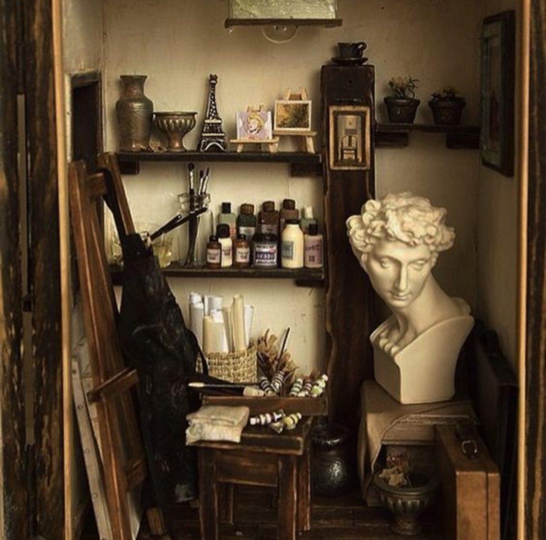A Guide To Dark Academia Aesthetic Room Decor